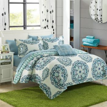 Miranda Floral Medallion Quilt Set by Chic Home