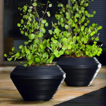 21 in. Outdoor Round Resin Tall Daniel Planter