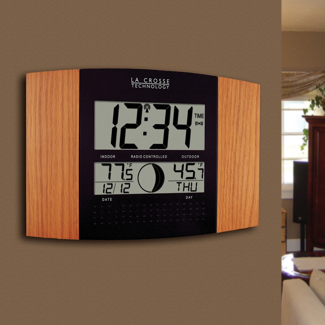 Atomic Wall Clock with Outdoor Temperature by La Crosse 122